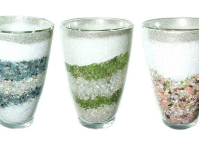 doppelwandiges glas mit edelsteinen